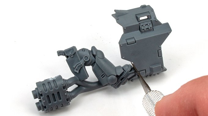 How to fill Gaps & Seams on Miniatures - 1 Cut Leg