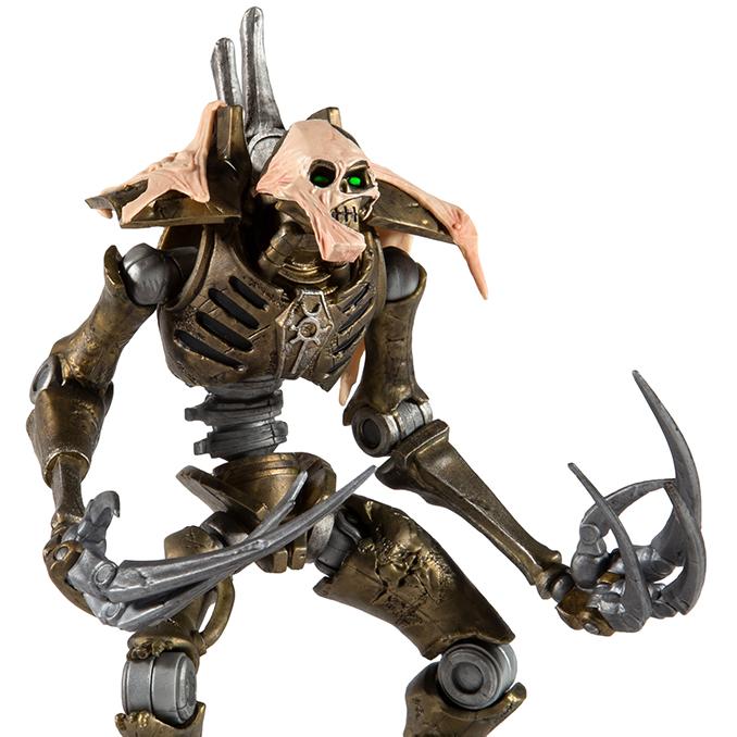 Warhammer 40,000 - McFarlane Toys - Necron Flayed One - Perfil de primer plano
